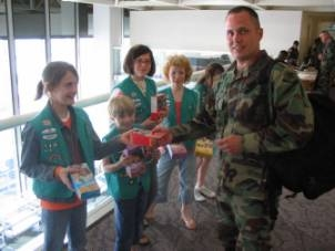 Girl Scouts Join Service Center in Welcoming Troops to MSP